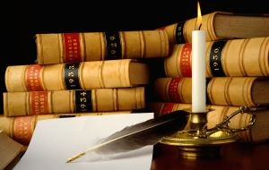 dreamstime_m_8076510-2law-books-with-candle.jpg